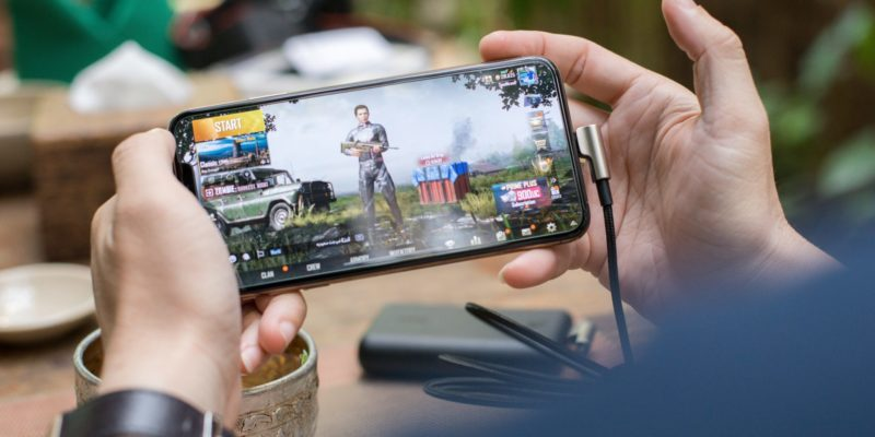 Intended to represent the theme of the article, mobile gaming.